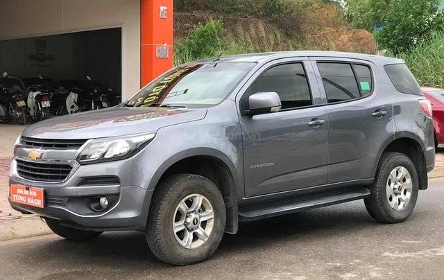 Cần bán xe Chevrolet Trailblazer sản xuất 2018, màu xám bạc1