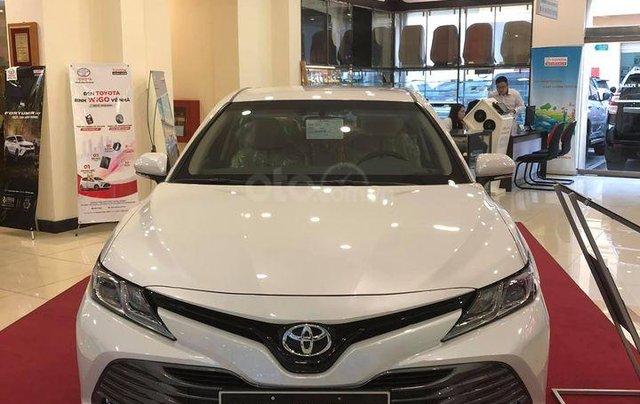 Cần bán xe Toyota Camry 2.0G sản xuất năm 2020, màu trắng0