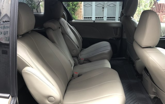 Bán Toyota Sienna đời 2012, màu vàng xe gia đình9