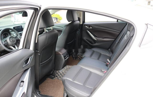 Cần bán xe Mazda 6 sản xuất 2018, xe chính chủ giá thấp, động cơ ổn định8