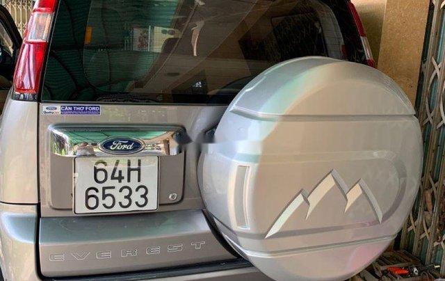 Cần bán xe Ford Everest năm 2010, màu xám, xe nhập số sàn1