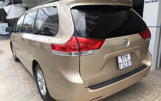Bán Toyota Sienna đời 2012, màu vàng xe gia đình4