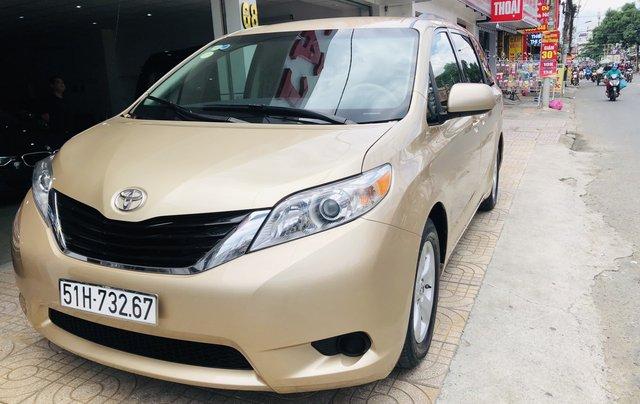 Bán Toyota Sienna đời 2012, màu vàng xe gia đình19