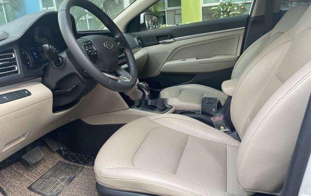 Cần bán lại xe Hyundai Elantra năm 2019, màu trắng 10