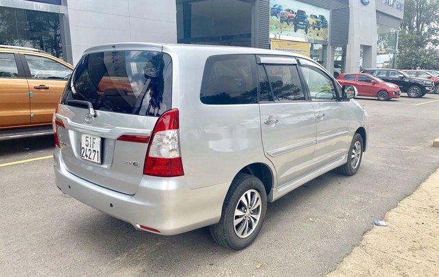 Bán Toyota Innova 2015, màu bạc, có bảo hành4