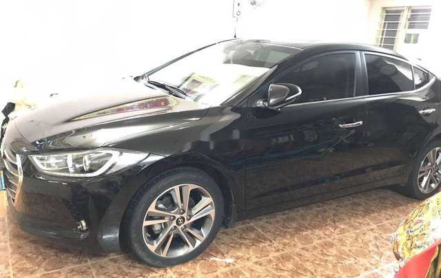 Bán xe Hyundai Elantra đời 2016, màu đen0