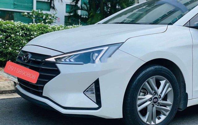 Cần bán lại xe Hyundai Elantra năm 2019, màu trắng 3