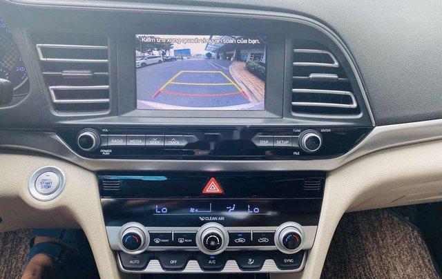 Cần bán lại xe Hyundai Elantra năm 2019, màu trắng 9