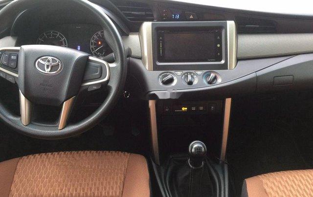 Bán Toyota Innova năm 2018, màu nâu số sàn8