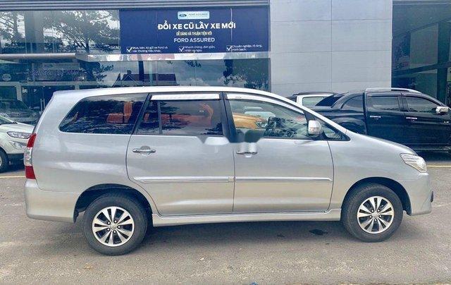 Bán Toyota Innova 2015, màu bạc, có bảo hành3