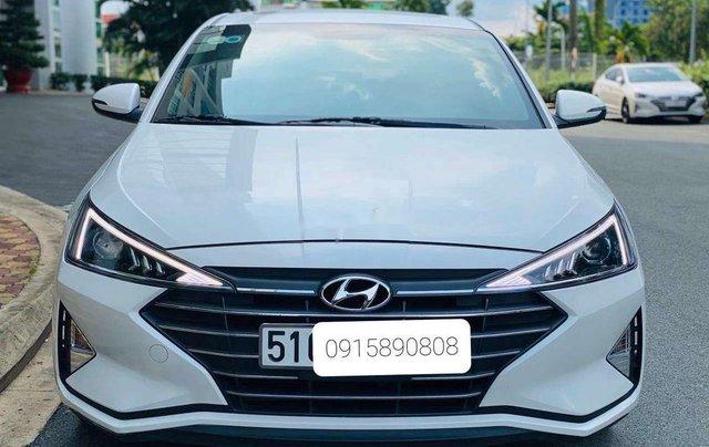 Cần bán lại xe Hyundai Elantra năm 2019, màu trắng 1