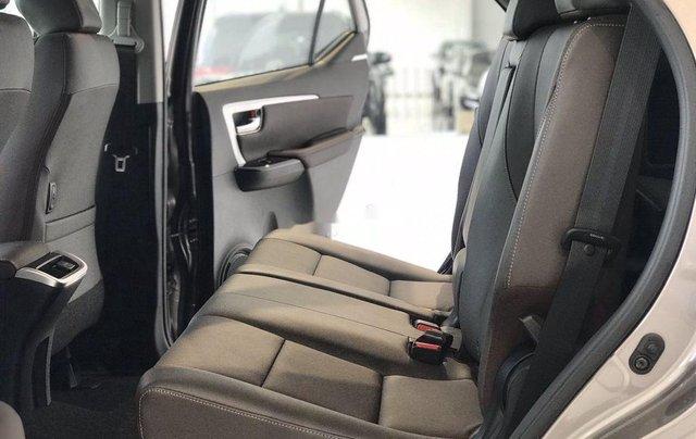 Bán Toyota Fortuner năm sản xuất 2020, số tự động, màu ghi xám9