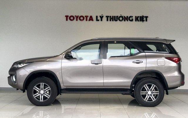 Bán Toyota Fortuner năm sản xuất 2020, số tự động, màu ghi xám2