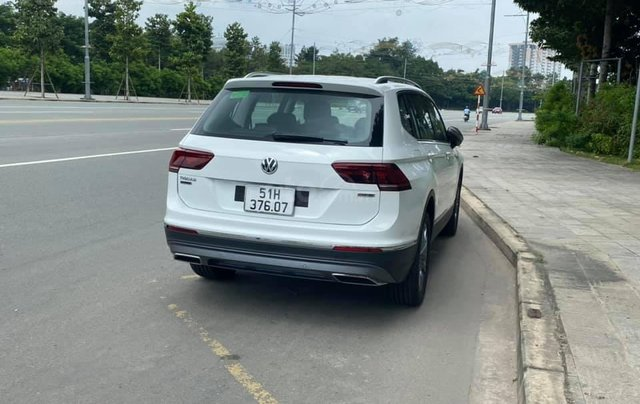 Cần bán lại với giá ưu đãi nhất chiếc Volkswagen Tiguan sản xuất 2020, xe mới chạy1
