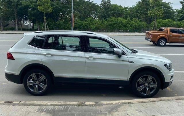 Cần bán lại với giá ưu đãi nhất chiếc Volkswagen Tiguan sản xuất 2020, xe mới chạy3