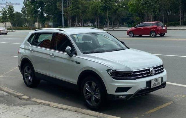 Cần bán lại với giá ưu đãi nhất chiếc Volkswagen Tiguan sản xuất 2020, xe mới chạy2