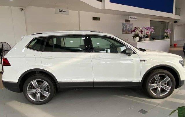 Bán gấp với giá ưu đãi chiếc Volkswagen Tiguan Allspace sản xuất năm 20201