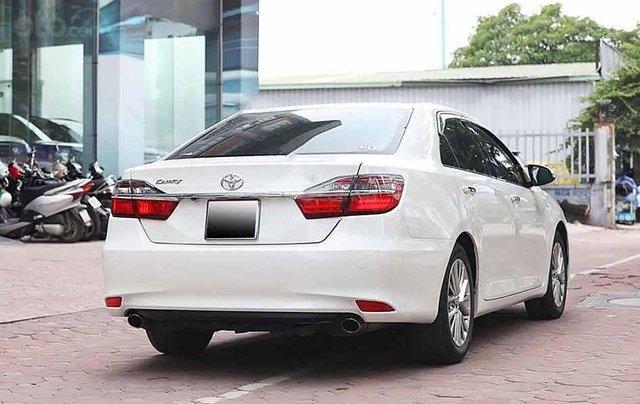 Bán Toyota Camry năm sản xuất 2018, màu trắng còn mới1