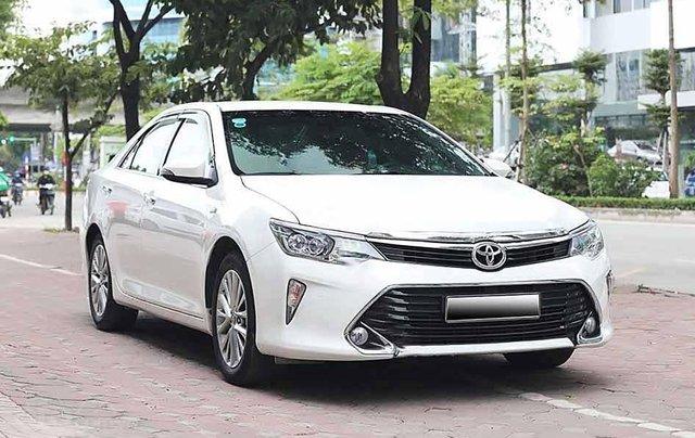 Bán Toyota Camry năm sản xuất 2018, màu trắng còn mới0