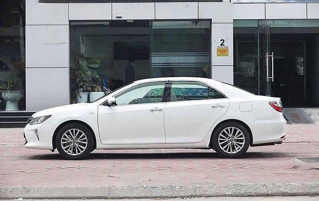 Bán Toyota Camry năm sản xuất 2018, màu trắng còn mới2