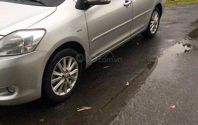Cần bán xe Toyota Vios số tự động SX 2011, màu bạc1