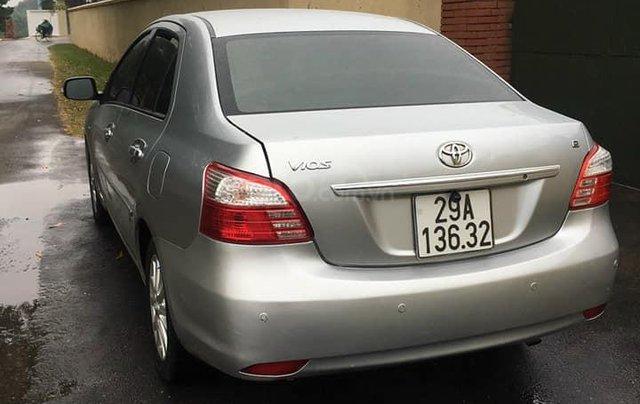 Cần bán xe Toyota Vios số tự động SX 2011, màu bạc2