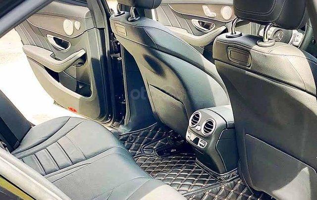 Bán xe Mercedes C class năm sản xuất 2019, màu đen còn mới3