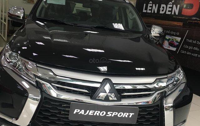 Mua xe giá thấp chiếc Mitsubishi Pajero Sport 4x2 MT sản xuất năm 2020, giao nhanh0