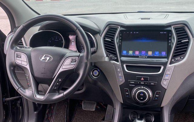 Bán Hyundai Santa Fe sản xuất năm 2017, màu đen, 865 triệu9