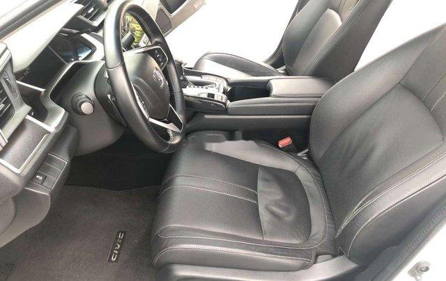 Cần bán xe Honda Civic năm 2017, màu trắng, xe nhập 6