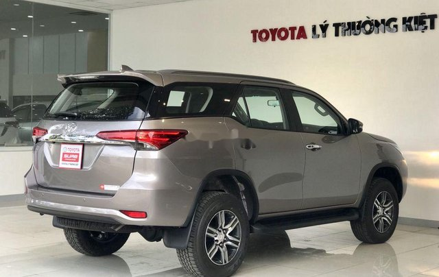 Bán Toyota Fortuner năm sản xuất 2020, số tự động, màu ghi xám8