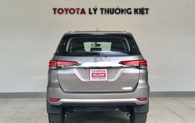 Bán Toyota Fortuner năm sản xuất 2020, số tự động, màu ghi xám4