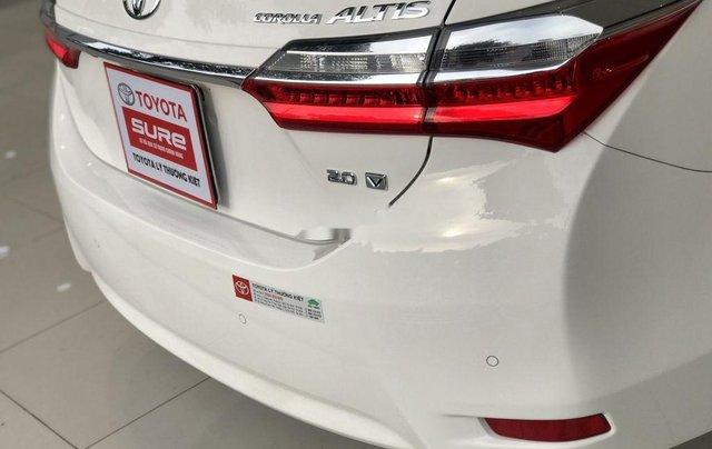 Bán ô tô Toyota Corolla Altis đời 2017, màu trắng như mới, 690tr9