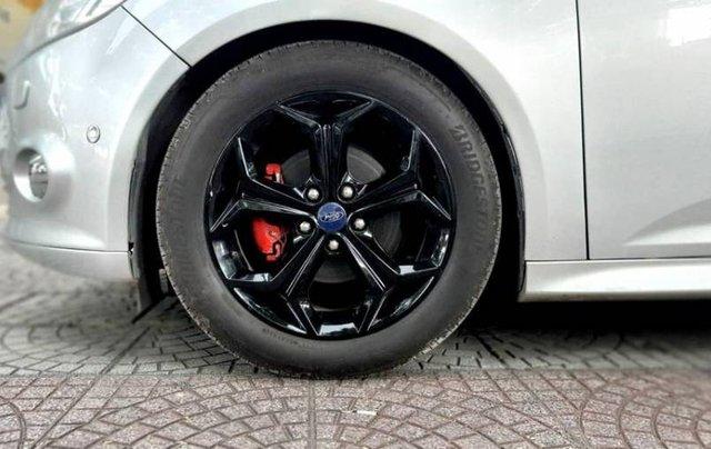 Cần bán Ford Focus đời 2013, màu bạc1
