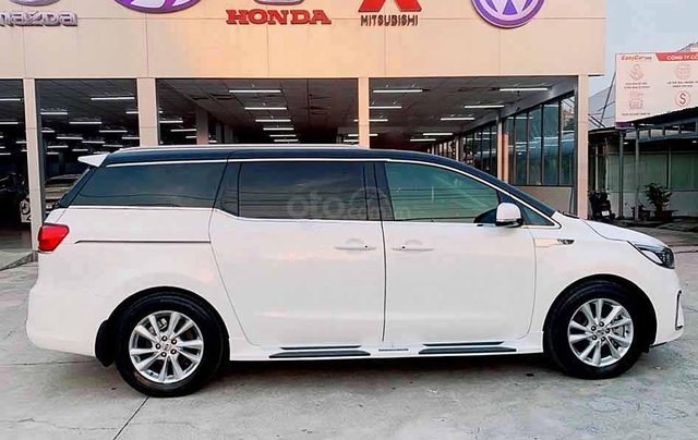 Cần bán gấp Kia Sedona 2.2 năm 2018, màu trắng3