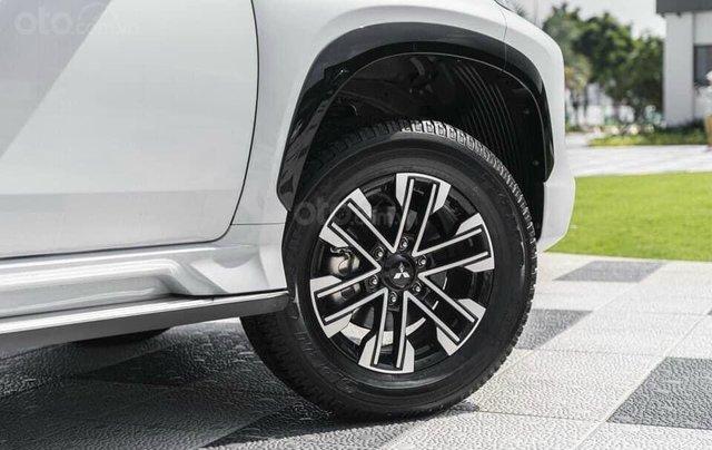 Hỗ trợ mua xe giá thấp chiếc Mitsubishi Pajero Sport D4x4 AT Pre đời 2020, giao nhanh12