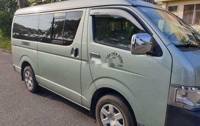 Cần bán Toyota Hiace sản xuất năm 2011, màu bạc, xe nhập3