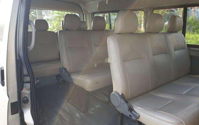 Cần bán Toyota Hiace sản xuất năm 2011, màu bạc, xe nhập5