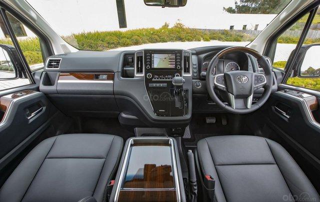 Cần bán xe Toyota Granvia đời 2020, giao xe nhanh1