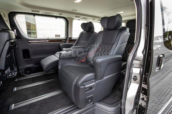 Cần bán xe Toyota Granvia đời 2020, giao xe nhanh2