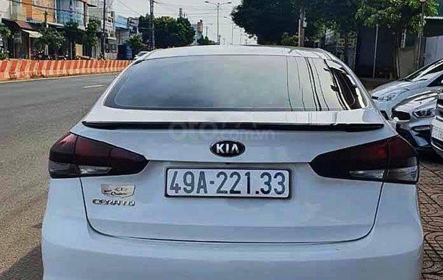 Bán xe Kia Cerato đời 2018, màu trắng số sàn, giá 470tr2