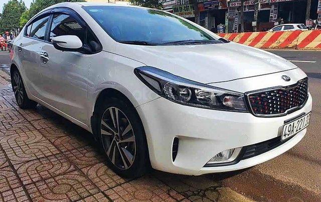 Bán xe Kia Cerato đời 2018, màu trắng số sàn, giá 470tr0