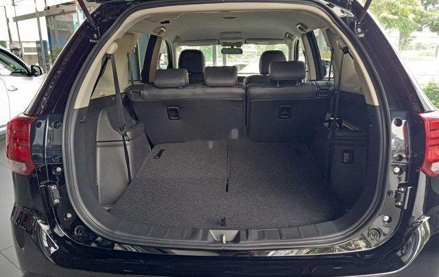Cần bán xe Mitsubishi Outlander đời 2020, màu đen, giá 825tr4