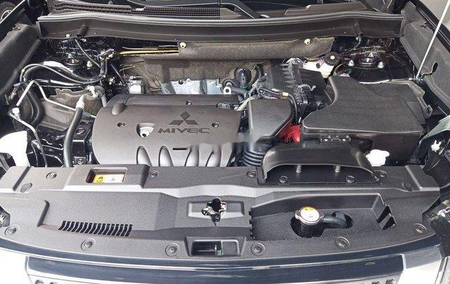 Cần bán xe Mitsubishi Outlander đời 2020, màu đen, giá 825tr3