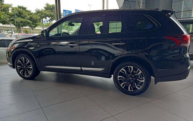 Cần bán xe Mitsubishi Outlander đời 2020, màu đen, giá 825tr0