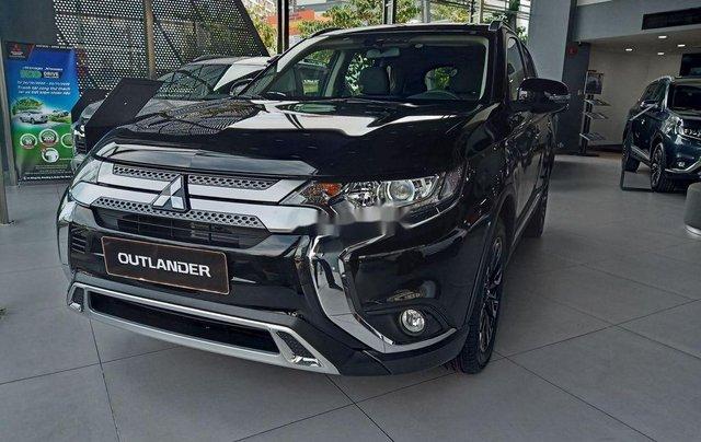 Cần bán xe Mitsubishi Outlander đời 2020, màu đen, giá 825tr1