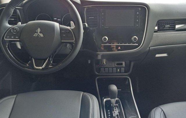 Cần bán xe Mitsubishi Outlander đời 2020, màu đen, giá 825tr5
