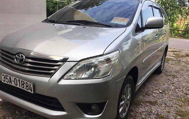 Cần bán Toyota Innova năm sản xuất 2013, màu bạc0