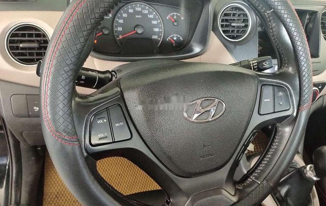 Bán Hyundai Grand i10 năm 2016, màu đen, nhập khẩu còn mới7