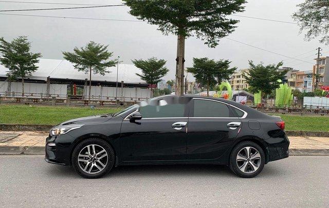 Cần bán gấp Kia Cerato đời 2019, màu đen số tự động, giá 599tr2